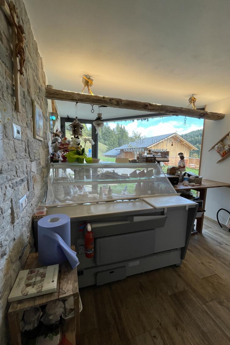 Mini caseificio per la lavorazione del latte di capra e apertura del relativo punto vendita